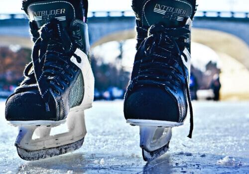 Mattress Omni writes how popular hockey is on New Years in Canada